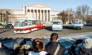 Ikarusok felvonulása retro buszokkal