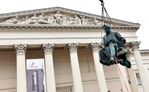 Múzeumkert Arany János szobor